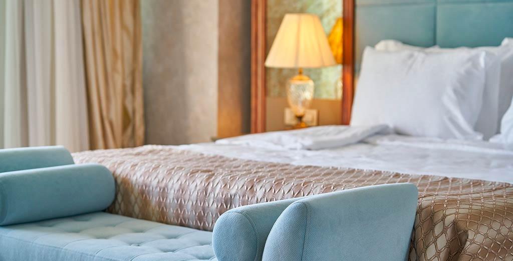 Un hotel te ofrece una calidad de vida diferente. En muchos casos tendrías la oportunidad de ver todos los días un mar soñado, en otros casos montañas o sierras. Nieve, glaciares, cataratas, o río. Y en todos los casos te ofrece la serenidad, la tranquilidad, un ritmo de vida que te hace bajar un cambio.